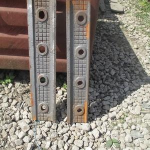 Трамвайная накладка для рельс трамвайных желобчатых Т62 на складе